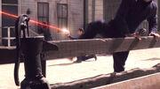 Archer schießt mit seiner Phasenpistole