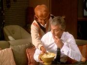 Vic und Nog essen Popcorn