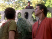 Winn fängt Bareil und Kira im Arboretum ab
