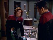 Janeway und Chakotay besprechen ihre Optionen
