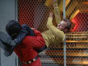 Kirk und Khan kämpfen
