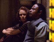 Torres und Tuvok im Gefängnis