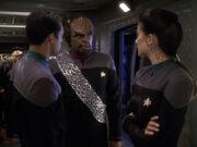 Worf berichtet von Vreenaks Tod