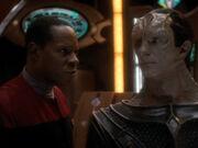 Sisko schlägt Dukat Handel vor