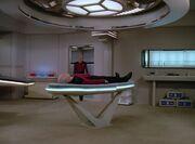 Picard liegt in der Krankenstation