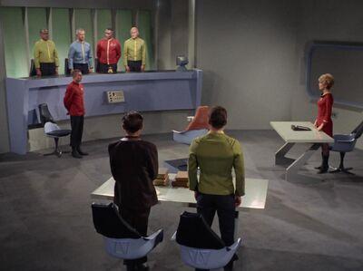 Kirk vor einem Kriegsgericht