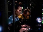 O'Brien und Dax suchen Daten in Subraumrelaisstation