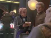 Quark empfiehlt Odo Holosuitebesuch mit Kira