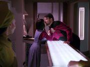 Lal küsst Riker
