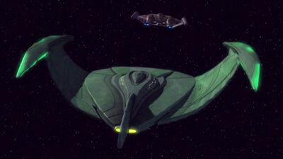 Romulanischer Bird-of-Prey verfolgt Enterprise