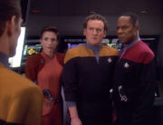 Eddington speaks with Kira, O'Brien and Sisko