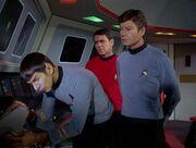Scott und McCoy glauben Spock nicht