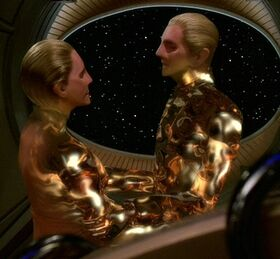 Odo and female changeling