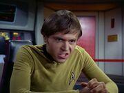 Chekov regt sich über die vielen Untersuchungen auf