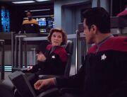 Janeway weist Chakotays Bedenken gegen Verhandlungen mit den Hirogen zurück