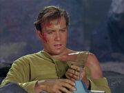 Kirk verwendet den Kommunikator