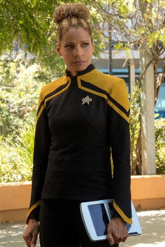 Lt. Commander Musiker in Starfleet, 2385