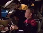 Tuvok und Tom Paris arbeiten im Delta Flyer