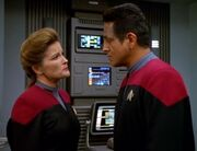 Janeway und Chakotay überdenken die potenziellen Auswirkungen der Schaffung der Kooperative