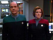 Janeway und der Doktor teilen Seven mit, dass die Untersuchung Kovins Version bestätigt