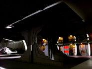 Shuttle-Hebebühne im Hangar von DS9