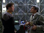 Der Doktor streitet mit dem Hologramm von Barclay