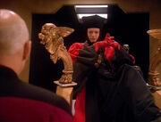 Q beantwortet Picards Fragen