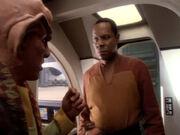 Quark informiert Sisko über das Halsband