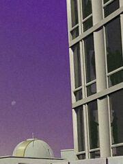 Sternenflottenoffiziere in Bürofenstern auf Starbase 11 2267