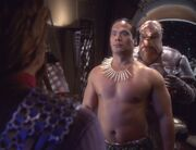 Worf trifft auf Atoa und Morn