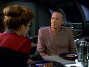 Janeway bringt bei Gathorel Labin ihr Anliegen vor