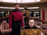 Riker überwacht den Transport des Frachters