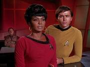 Uhura erkundigt sich nach den Tribbles