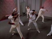 Kampfübungen in Sporthalle der Enterprise-D