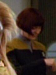Besatzungsmitglied der USS Voyager am Replikator 2372