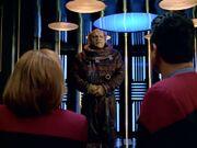 Janeway und Chakotay verhandeln mit Controller Emck