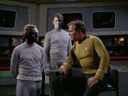 Kirk aktiviert die Selbstzerstörung