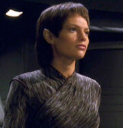 T'Pol - early pilot haircut