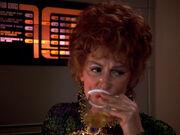 Troi trinkt Tee