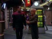 Quark beschwert sich bei Sisko wegen Mazur