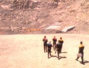 Die Gruppe macht sich auf den Weg zum Schiff