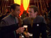 O'Brien und Bashir trinken Bier