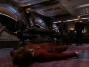 Eddington räumt Kira aus dem Weg