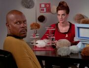 Sisko and Dax play checkers