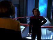 Janeway erkundigt sich wegen des Warpkerns