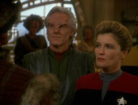 Mabus and Janeway meet with the Kazon