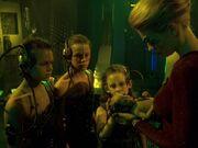 Seven kümmert sich um die Borg-Kinder