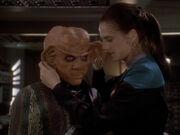 Dax überzeugt Quark ihr zu helfen