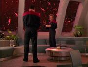 Janeway bespricht die Situation mit Chakotay