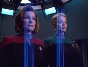 Janeway und Seven werden zurück auf die Voyager gebeamt